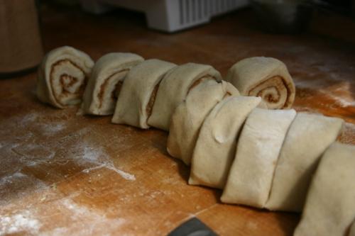 cinnamon roll: slices